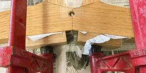 réparation table en bois massif